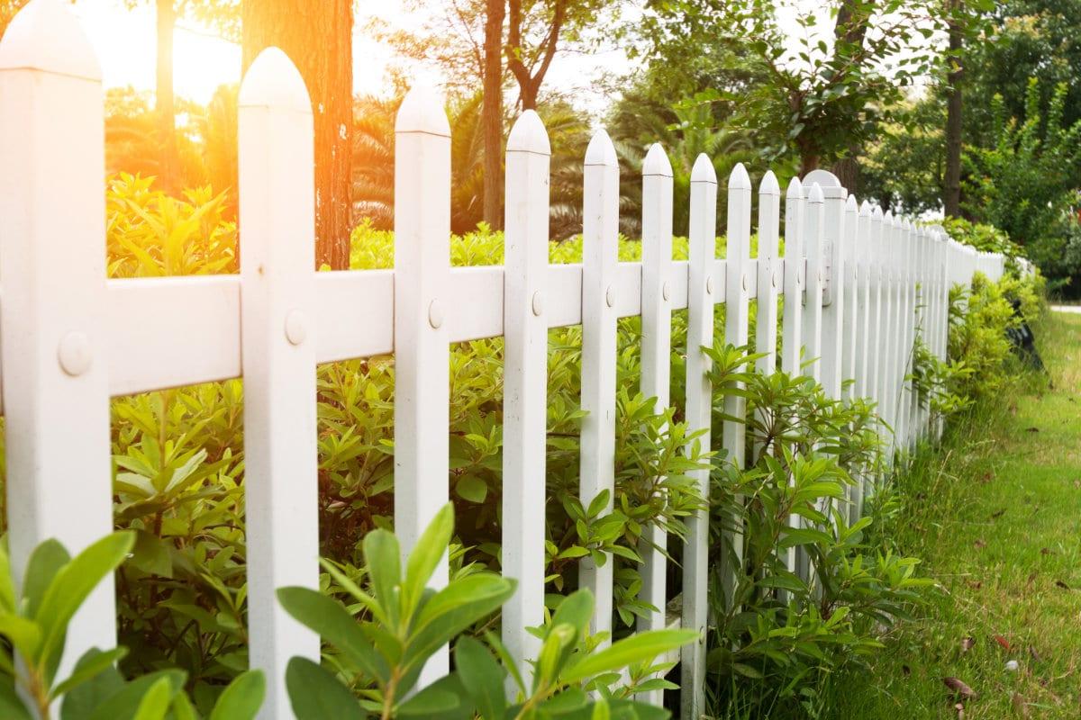 Houten Hekwerk Tuin : Houten hekwerk welk hout kiezen voor buiten inspiratie tips