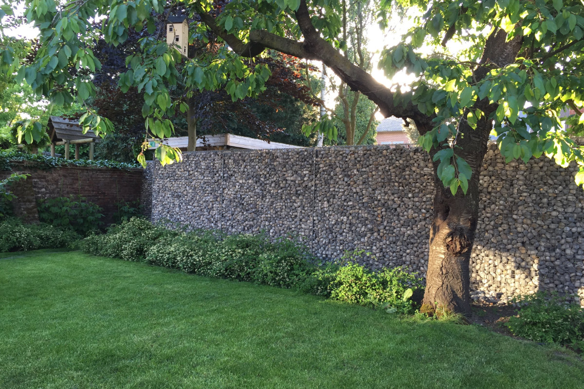 afscheidingswand kunnen vormen. De combinatie van de korven, de muur ...